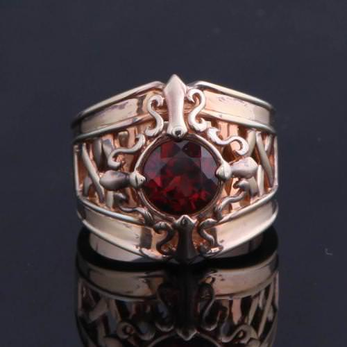 FAMILIA CROSS RELIEF REDSTONE RING