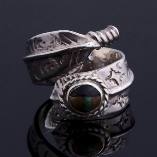 ROLLED FEATHER W/ STONES RING